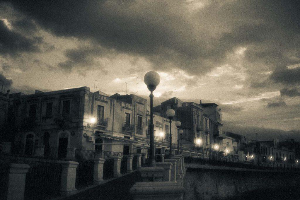 Syracus, Sizilien (Italien) - Unterwegs mit Infrarot, aufgenommen mit einer Minolta XD und dem Kodak High Speed Infrared Film.